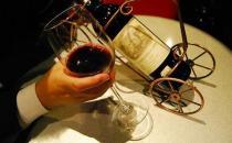 关于红酒的保健功效和禁忌