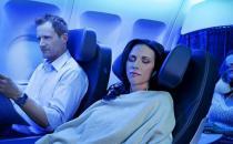 坐飞机吞口水飞机会导致耳膜破裂!