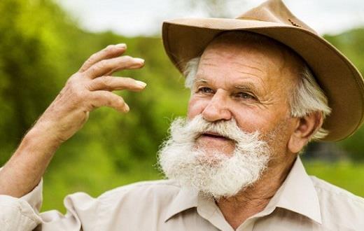 戴帽的老人4分之3素描高清头像