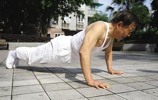 老人自我锻炼关节的方法