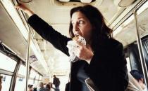 公交车上吃早餐 当心营养不良