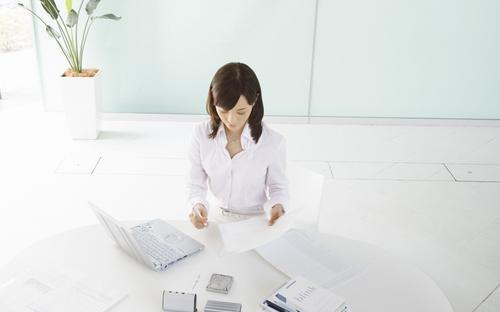 白领错误坐姿可致乳房下垂