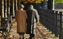 谨防皮肤病 老人春季养生注意什么