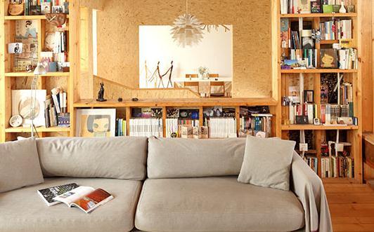 家居清洁的方法:蘸牛奶擦木制家具