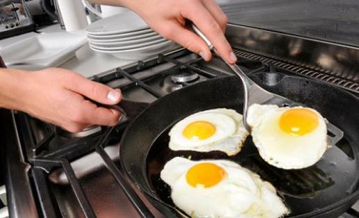 粘锅和烧黑的锅底不是问题!教你这样洗锅