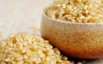 老人吃糙米有什么好处