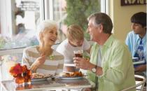老人吃饭7大讲究 吃慢吃软不吃寒