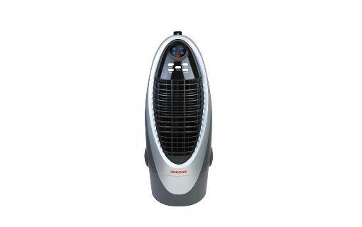 水冷风扇的安装方法 水冷风扇的安装方法 一、安装位置选择 1、若有条件的话,尽可能将水冷风扇主机装在建筑物的上风位; 2、室外空气质量较好的情况下,水冷风扇最好选定安装最短风管的安装环境; 3、如果降温的房间没有足够的门或窗(单机2平方米),需另外安装专门的强排风机,排气量要保证达到水冷风扇总送风量的70%以上; 4、水冷风扇尽可能挂墙式安装,安装位置的下方不应摆放物料,不要安装在有水蒸气、臭味或异味气体产生的排气口附近,如:蒸气排放口、厕所、厨房等; 5、主机必须整体水平安装,做好防强台风措施,安装支