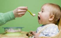 6种错误吃饭方式损害宝宝健康