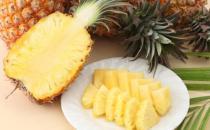 美味菠萝食谱:海鲜菠萝饭的做法