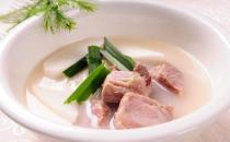煲排骨汤不放盐补钙效果更好哦!
