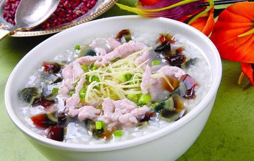 夏季炎热没胃口?教你做好吃的皮蛋瘦肉粥