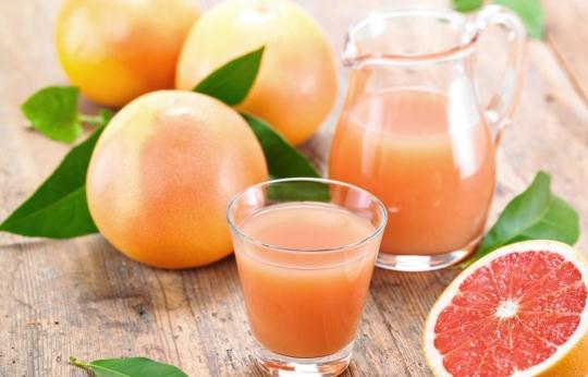 吃饭前喝西柚汁可控制体重