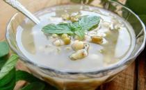 脓包疮患者喝三黄苡仁汤
