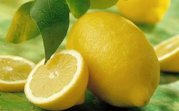 【柠檬】柠檬的功效与作用_柠檬上火吗_柠檬怎么吃_柠檬片泡水的功效