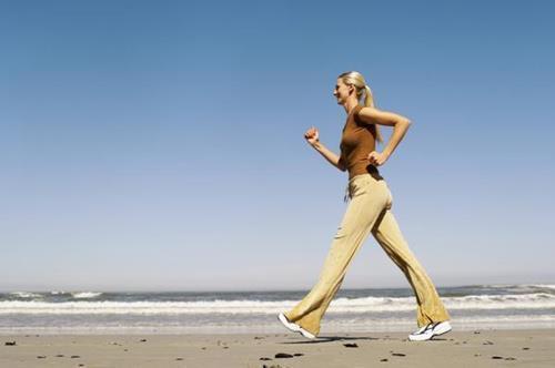 如何快走减肥 快走减肥的正确姿势
