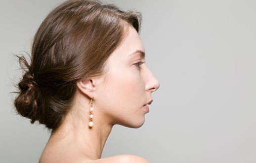 头皮松弛居然会导致脸部皱纹?