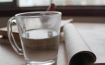 喝水太多对身体没好处!