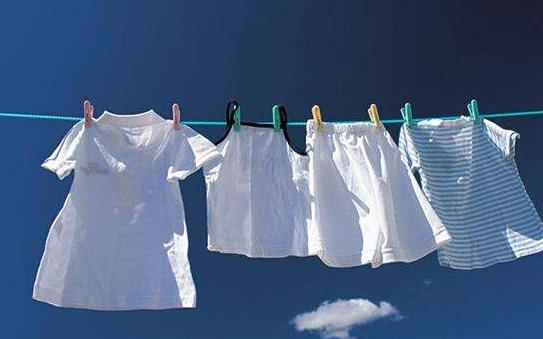 衣服上粘住卫生纸屑怎么办