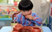 学龄前儿童喝太多茶可令神经系统兴奋影响健康