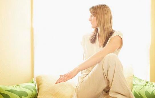 产后乳头内陷的症状与病因