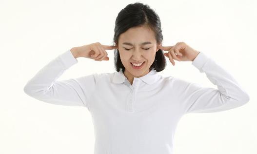 耳朵總是嗡嗡響怎麼回事