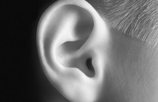 耳朵發熱是怎麼一回事