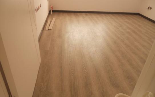 如何防止地板变形