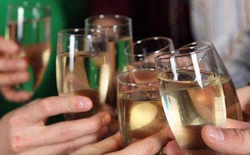 揭秘许多人都信以为真的饮酒误区