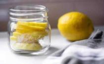 柠檬泡水让你又美又健康