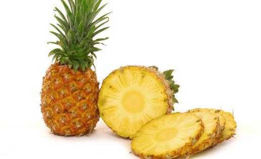 老人吃菠萝好处多 教你如何选菠萝