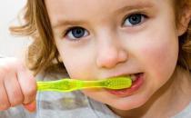 幼儿保健从小做 儿童护齿应从长牙开始
