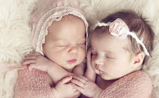 这样的双胞胎大部分是同性别的,比如生下两个男孩或者两个女孩,而且