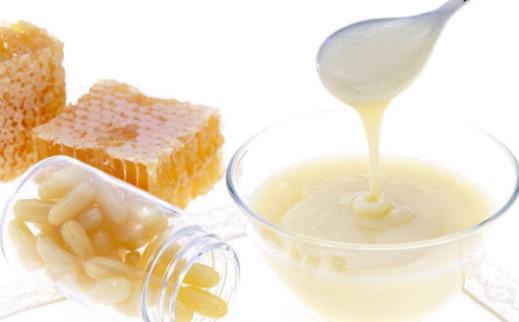 简单两招教你轻松区分蜂王浆和蜂胶