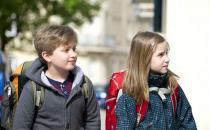 孩子步行上学对身体更好!