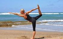 瑜伽体式帮你矫正小腿肌肉