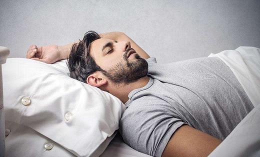 男性该以什么的睡姿 睡觉才健康
