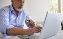 老人适当上网有助防痴呆