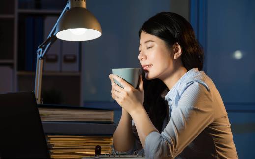 【健康睡眠】长期熬夜会诱发这些疾病!