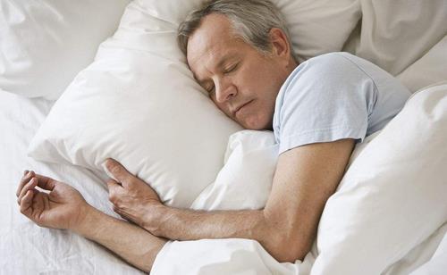 男人睡觉养生不同睡姿效果知多少