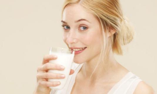 长期大量饮用牛奶小心致癌!