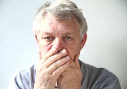 老年人为什么会口臭?老年人口臭怎么办