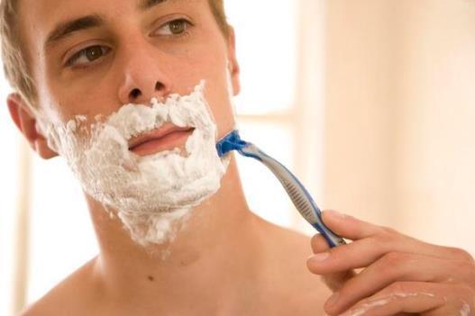 男人刮胡子的工具 正确去除胡子方法 刮胡子注意事项
