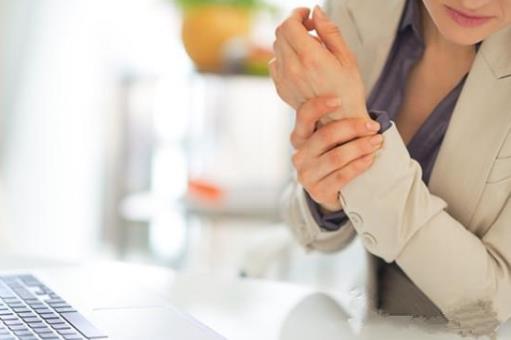 白领五大职业病 办公臀、鼠标手、电脑颈缓解方法