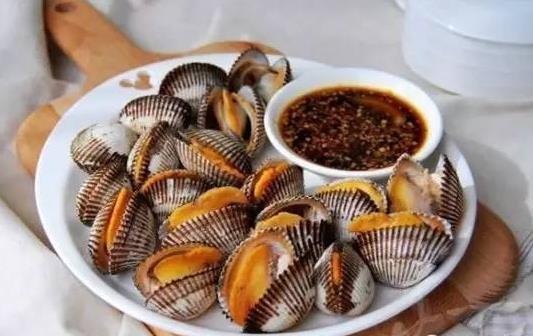 吃海鲜沾醋的作用 除腥味杀菌促进消化和吸收
