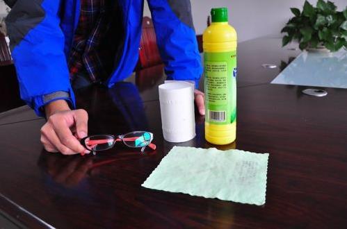 正确清洗眼镜的方法 学会清洗妙招能保护眼睛