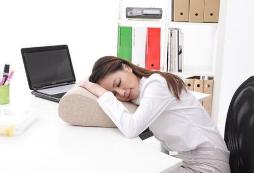 白领上班族午睡的好处 正确午睡才能更有精神