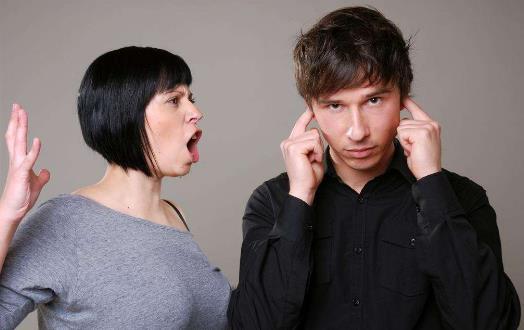 女人过度敏感多疑很可怕 猜忌是婚姻破裂的开始