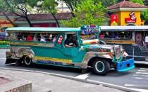 菲律宾最酷最普遍 外表炫酷涂鸦的交通工具吉普尼