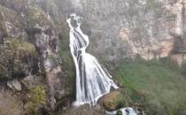 中国最恐怖的瀑布一泉瀑布 下雨天会出现新娘身影